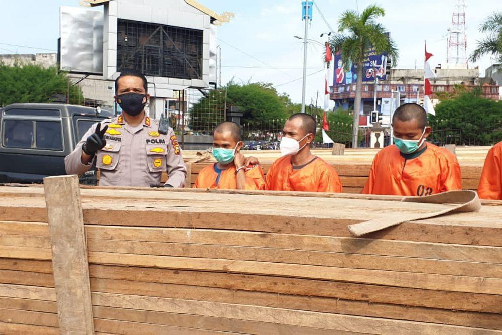 Polres Dumai Tangkap 4 Pelaku Ilegal Logging