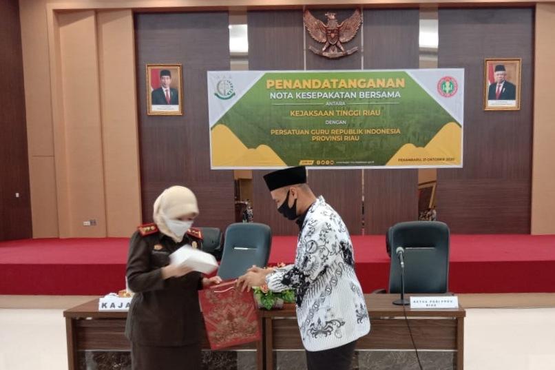 Program Jaga Sekolah Cegah Korupsi, Kejati Riau Jalin MoU dengan PGRI
