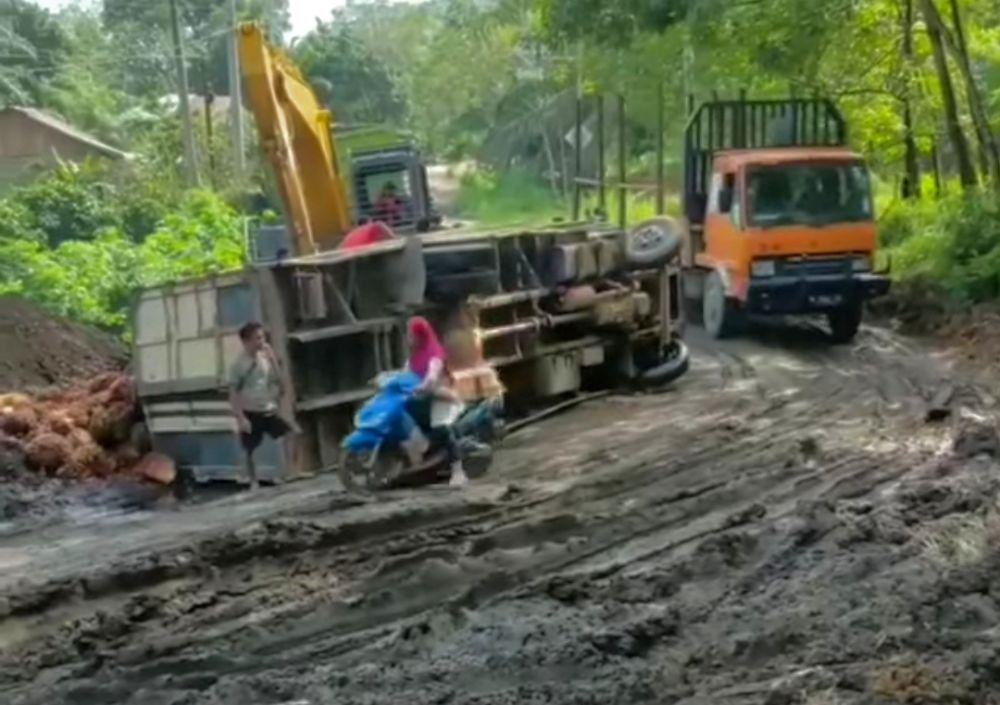 PUPR Riau Segera Perbaiki Jalan Lintas Japura-Peranap yang Rusak akibat Truk ODOL