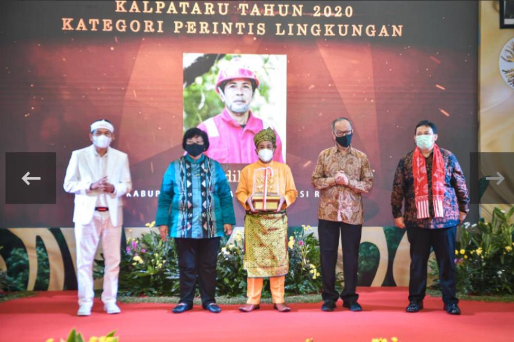 Sadikin Warga Bengkalis Menerima Anugerah Kalpataru Kategori Printis dari Menteri LHK