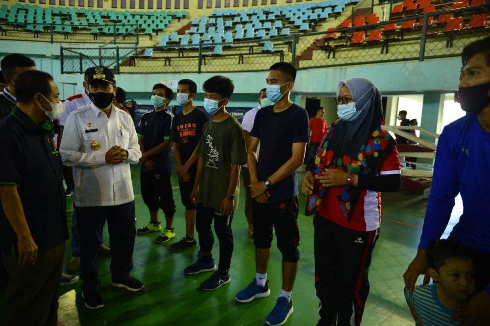 Saksikan Atlet PON Riau Latihan di Bengkalis, Gubri Berikan Semangat