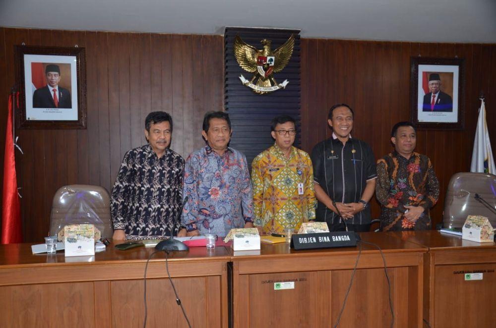 Sekdaprov Hadiri Rapat RTRW Provinsi Riau