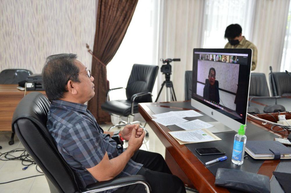 Sekdaprov Riau Buka Seminar Online ASN Corporate University