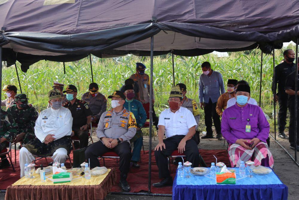 Sekdaprov Riau Hadiri Pencanangan Jaga Kampung di Kampung Sengkembang Siak