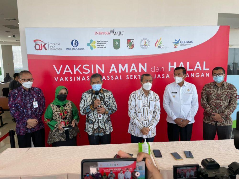 Sektor Jasa Keuangan Provinsi Riau Antusias Jalani Vaksinasi Massal COVID-19