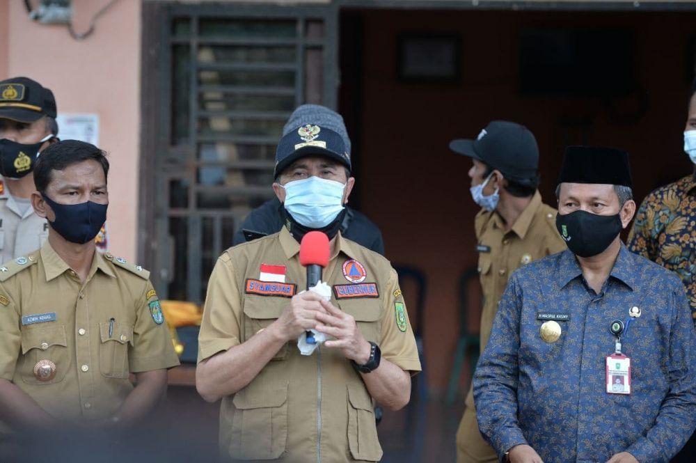 Sempena Hari Kesehatan Nasional, Gubri Sosialisasikan Protokol Kesehatan di Desa Cipang Kiri Hilir