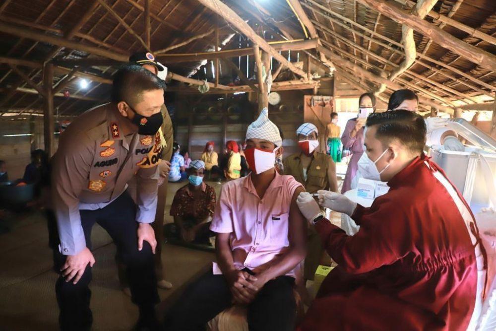 Suku Talang Mamak di Inhu Riau Antusias Disuntik Vaksin COVID-19
