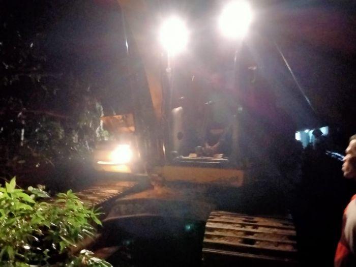 Terjadi Longsor di Jalan Lintas Riau-Sumbar, PUPR Riau Turunkan Alat Berat