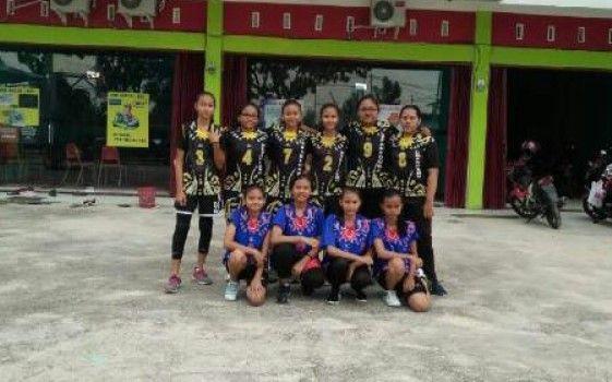 http://mediacenter.riau.go.id/foto_berita/medium/tim-voli-putri-smpn-4-pekanbaru-kembali-ukir-prestasi.jpg
