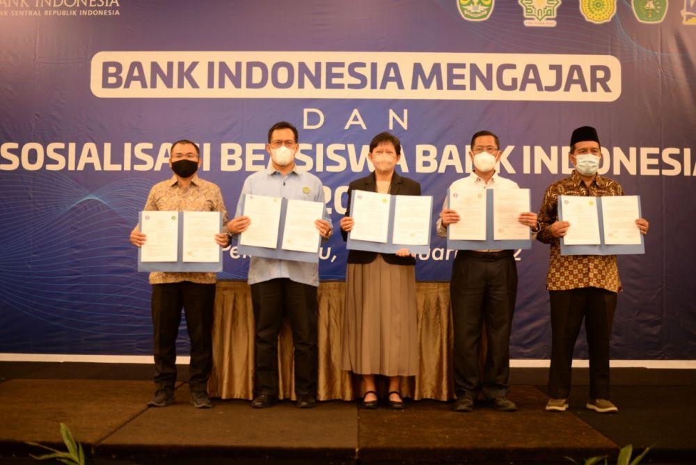 Tingkatkan Kualitas Pendidikan di Riau, Ini Pesan Gubernur Syamsuar untuk PGRI