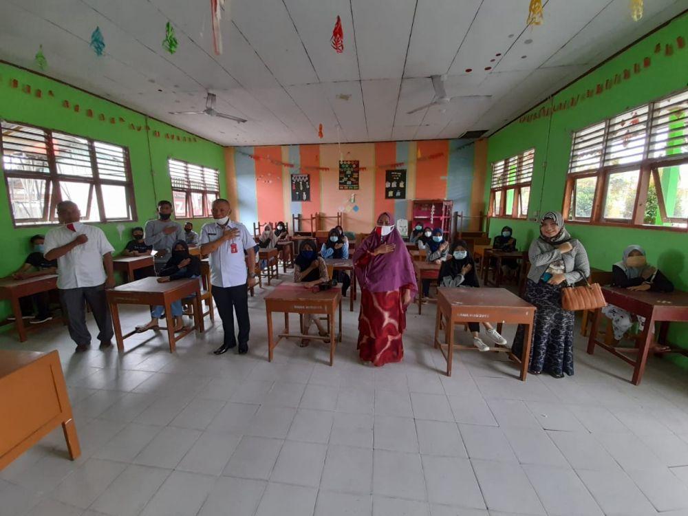 Tinjau Dua Sekolah di Kampar, Kadisdik Riau Pastikan Sekolah Sudah Siap Laksanakan Belajar Tatap Muka