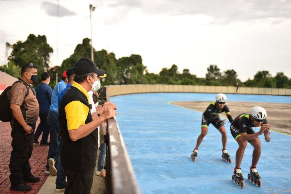 Tinjau Latihan Atlet Sepatu Roda Provinsi Riau, Ini Pesan Gubri