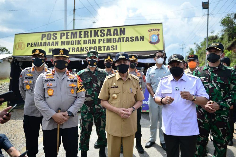 Tinjau Pos Penyekatan Mudik Riau-Sumbar, Gubri: Larangan Mudik Berjalan Aman dan Lancar