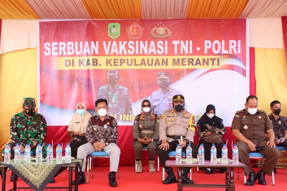TNI-Polri di Meranti Terus Bergerak untuk Percepatan Vaksinasi COVID-19
