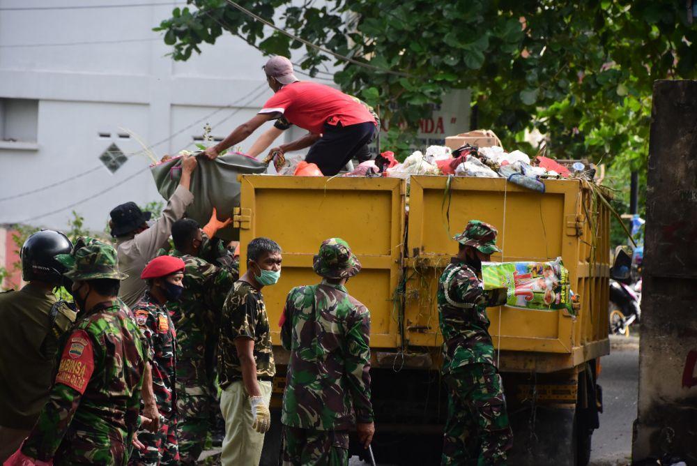 TNI Turun Tangan Bantu Permasalahan Sampah di Pekanbaru
