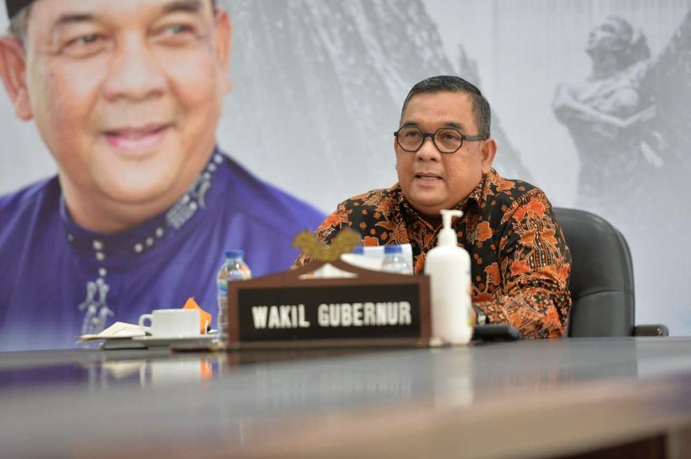 Wagubri Buka Webinar Bedah Kampus Undip Visit Riau 2021