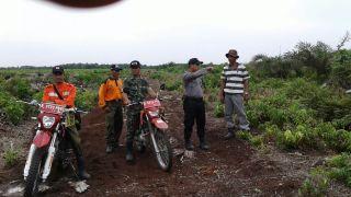 Babinsa Sungai Rabit Rutin Laksanakan Operasi Yustisi dan Patroli Karhutla