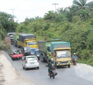 Jalan Lintas Timur Pelalawan Mulai Di Padati Arus Mudik