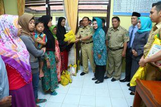 Masyarakat Miskin di 16 Kecamatan Akan Terima Paket Sembako