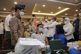 Gubernur Bersama Wamenkes Tinjau Vaksinasi Massal dan Donor Darah