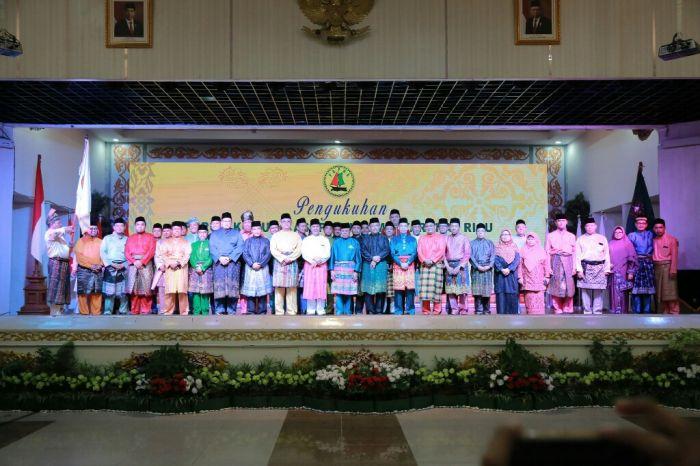 Foto Bersama Gubernur Riau dengan Pengurus FKPMR