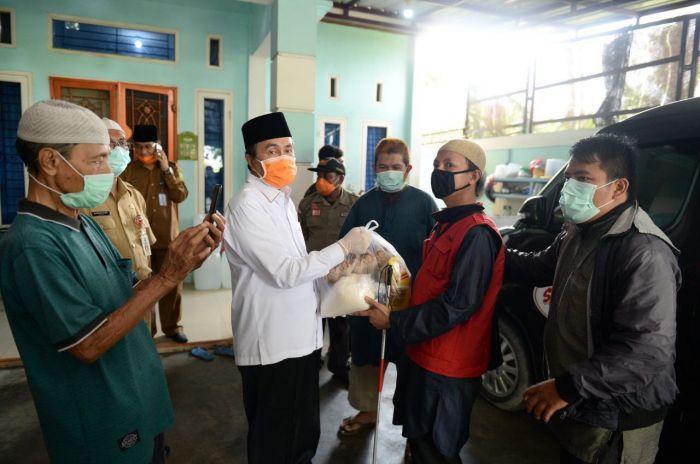Gubernur Riau Bagikan Sembako dan Masker Ke ITMI Riau