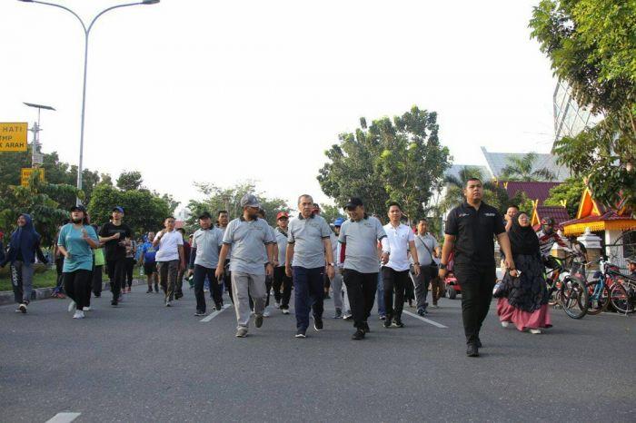 Gubernur Riau Ikut Jalan Sehat