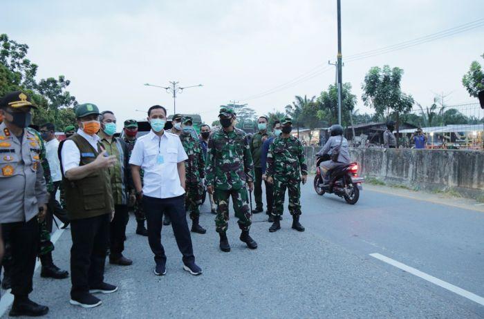Gubri Tinjau Posko Perbatasan Pekanbaru-Kampar
