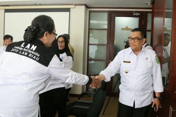 Wagubri Terima Audiensi Lembaga Anti Narkoba Riau