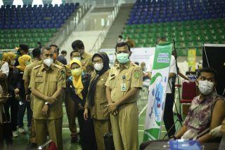 Gubernur Riau Tinjau Vaksinasi Massal