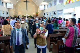 Menuju Tatanan Hidup Baru Gubri Tinjau Sejumlah gereja di Pekanbaru