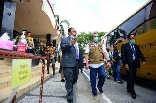 Menuju Tatanan Hidup Baru, Gubri Tinjau Gereja di Pekanbaru