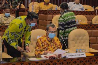 Rapat Gubernur Riau dengan Komisi V DPR RI