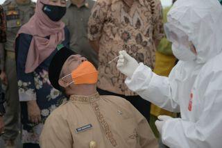 Wagubri Ikut Swab Massal Dalam Rangka HUT ke 63 Provinsi Riau