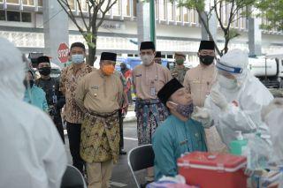 Wagubri Tinjau Pelaksanaan Swab Massal ASN dan THL Pemprov Riau